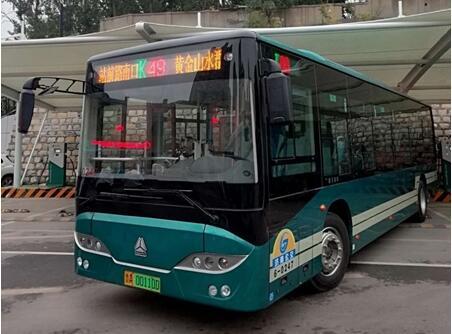 重汽豪沃10.5米纯电动城市公交客车投放济南 续航150公里