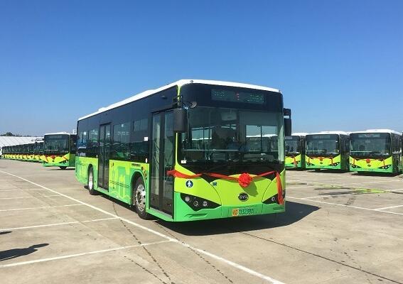 比亚迪向汕头市公共交通总公司首批交付400台纯电动公交车