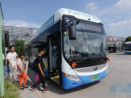 郑州首批氢燃料新能源公交车运营