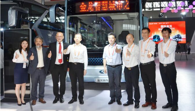 北京道路运输展 金龙客车开启5G智能网联公交新时代