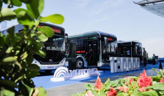 宇通发布E和U系列智慧电动公交车