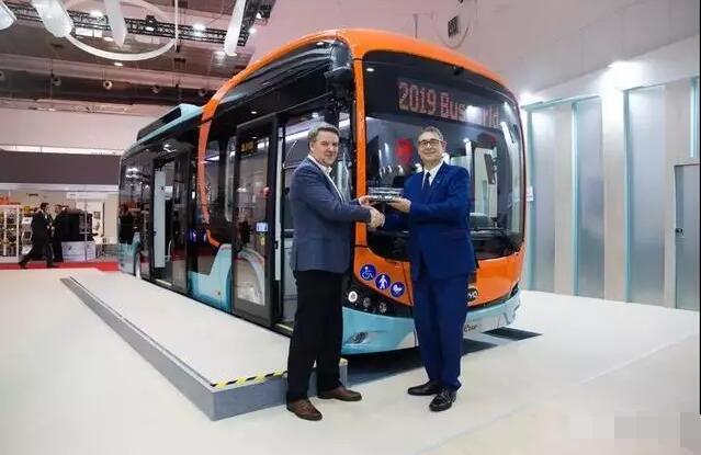 12米和8.7米比亚迪纯电动客车参展世界客车博览会