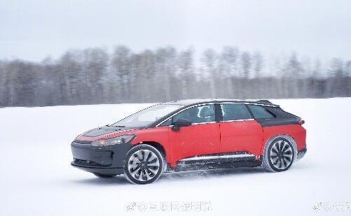 贾跃亭在微博里晒出一组FF91在美国的雪地高寒测试照片