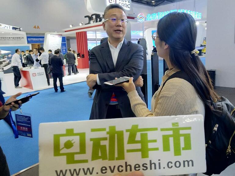 威马CEO沈晖携威马EX5亮相世界智能网联汽车大会并接受采访