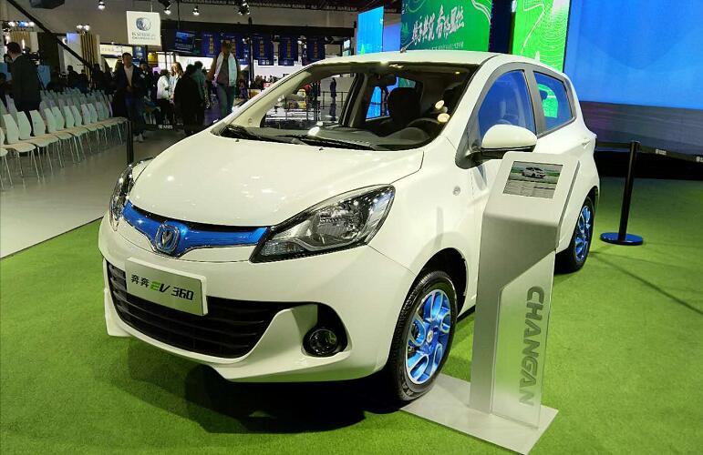 长安新能源旗下奔奔EV360车型亮相世界智能网联汽车大会