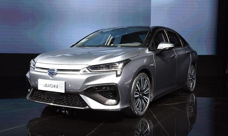 广汽新能源全新电动车Aion S在2018广州车展发布 续航500km