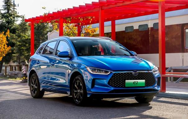 比亚迪电动汽车e2新增一款标准版车型 售价8.98万 续航301km