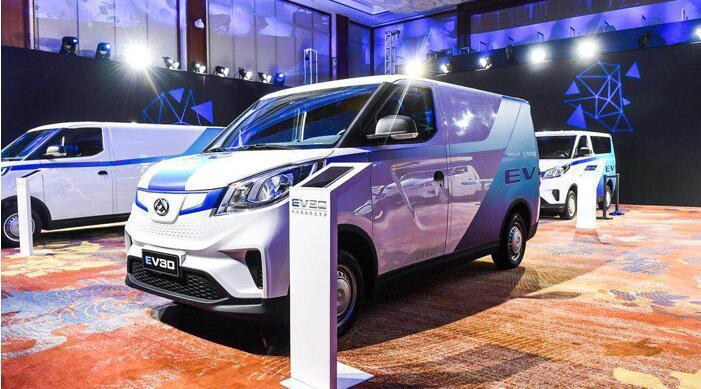 上汽大通电动物流车EV30上市  起售价126900元|续航400KM