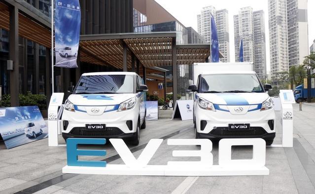 上汽大通电动物流车EV30深圳上市 最大续航400公里