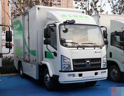 徐工新一代纯电动卡车E300亮相2018郑州新能源汽车产业大会