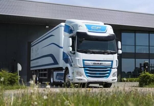 DAF推出与VDL合作的CF纯电动卡车 续航100公里