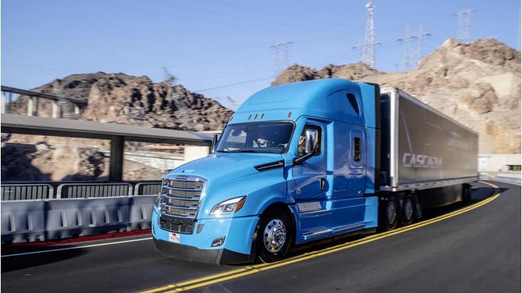 戴姆勒L2级自动驾驶电动卡车Freightliner Cascadia亮相CES