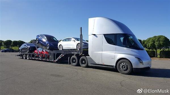 特斯拉电动卡车Tesla Semi运送多辆特斯拉电动车 续航805KM