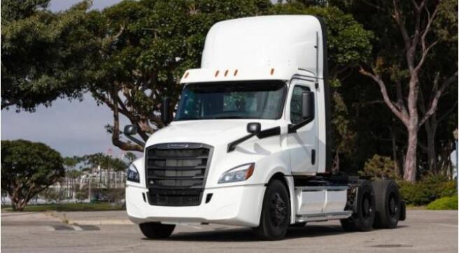 戴姆勒Freightliner两辆eCascadia电动半挂卡车交付 续航400KM