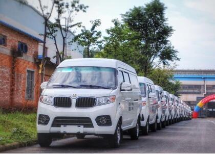 聚马飞腾首款电动物流车M1下线  续航超200KM 9.98-11万元