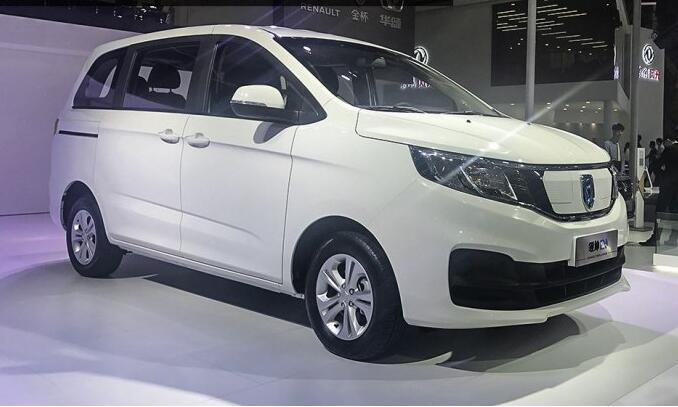 华晨雷诺电动商用车领坤EV亮相广州车展  续航里程210公里